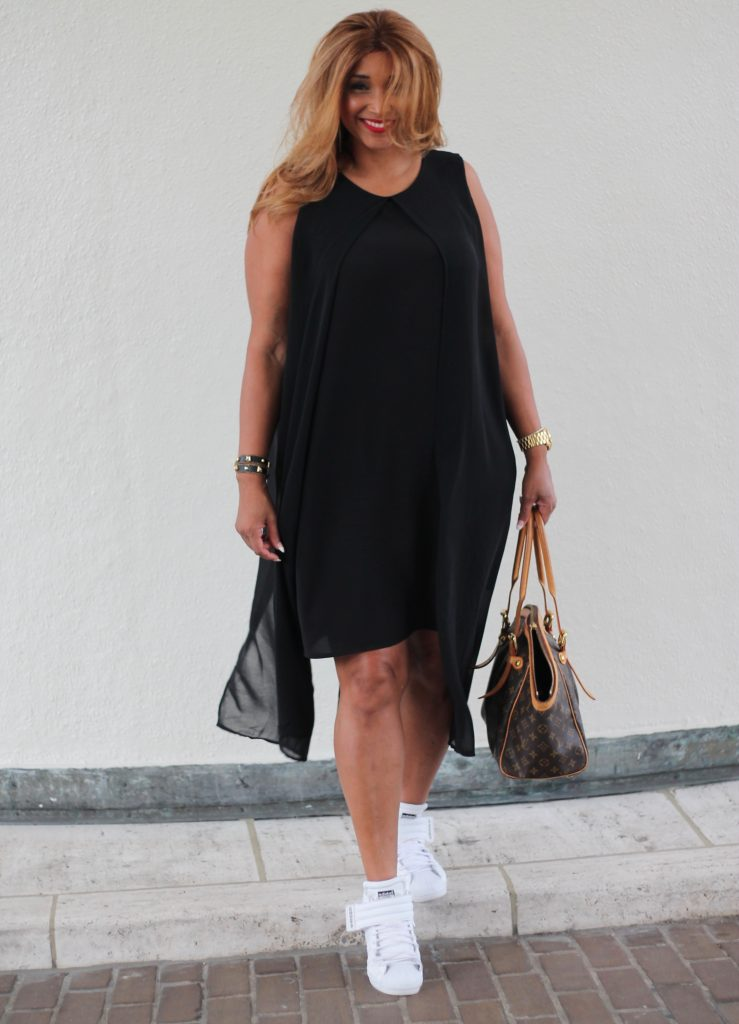 Curvy fashion blogger